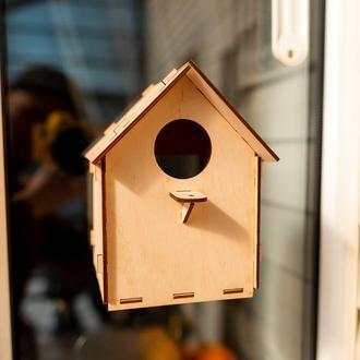 Скворечник на окно с надёжным креплением и смотровыи окном для наблюдения за птицами