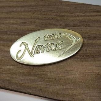Металлические бирки, шильды с логотипом для сумок, сувениров, инструмента. Фрезеровка металла