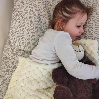 Вязаный молочный плед для ребёнка