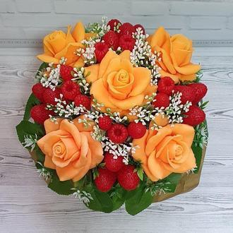Букет цветов из мыла. Ароматическая композиция. Розы, клубника, малина.