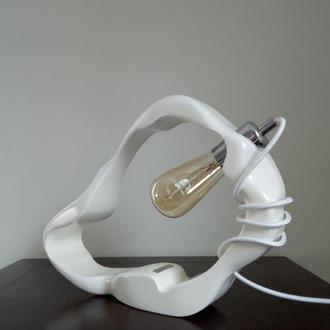 Деревянная настольная лампа Amorf Дизайнерская лампа ручной работы. Декоративное освещение на стол.
