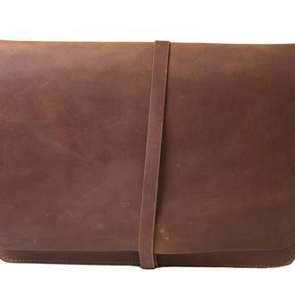Кожаный чехол для Macbook на ремешке. 03015/коньяк