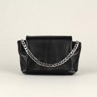 Маленькая кожаная сумка Black Betty, черная сумочка из мягкой кожи минималистичном стиле с цепочкой