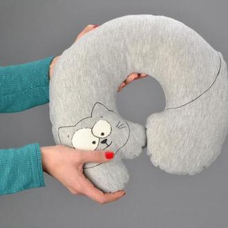 Кот-подушка под шею