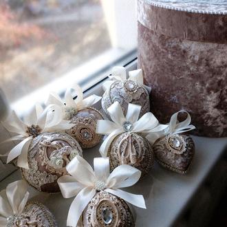 Набор бархатных ёлочных шаров цвет нюдовый, пудра