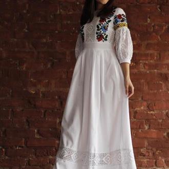 Біла вишита сукня бохо, етно традиційне плаття вишиванка