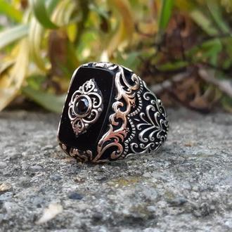 Перстень Оникс в серебряной оправе ручной работы с бронзовой шинкой