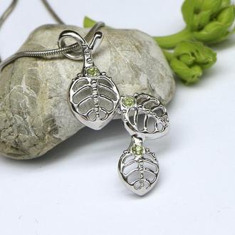 Кулон Лесной. Нежный и ажурный миниатюрный кулон с листочками из родированного серебра.