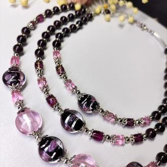 Бордово-розовое ожерелье из муранского стекла и натурального камня гранат