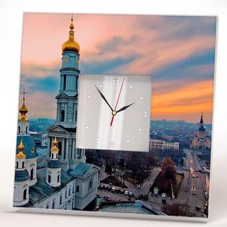 Необычные часы с видом города Харькова