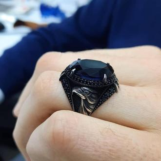 Перстень с орлом и черным камнем в когтях ручной работы из благородного металла 925 пробы
