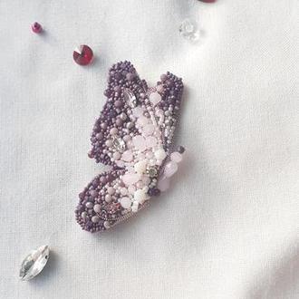 Брошь бабочка из бисера и бусин