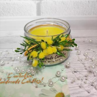 Двухслойная свеча с декором и ароматом апельсина