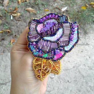 Брошь роза цветок из бисера фиолетовый