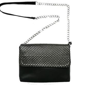 Женская  кожаная  сумка с клапаном серебристого цвета