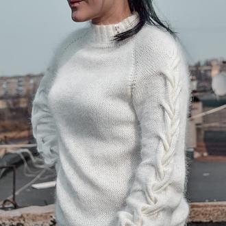 Белоснежный пушистик Basic_sweater_скосами из нежнейшей и мягусенькой Angora 50%