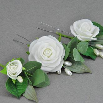 Шпильки для волос  с белыми розами эвкалиптом и бусинами