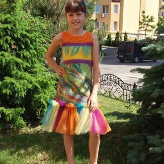 Яркое летнее детское платье для праздника