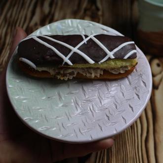Керамическая тарелка бело-зеленая