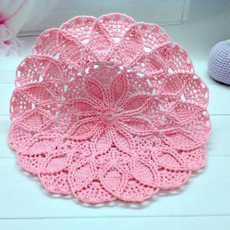 Ажурная рельефная круглая салфетка из хлопка крючком розового цвета ,Узор цветок , 13 см,1 шт.