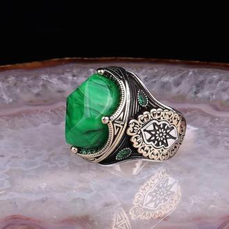 Необыкновенный и оригинальный перстень из серебра 9825 пробы ручной работы  с зеленым камнем