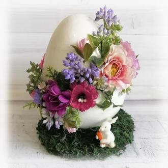 Пасхальная композиция Большое яйцо с цветами и кроликом h -17см Декор на пасху