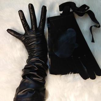 Высокие перчатки.