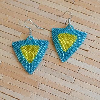 Треугольные серьги из японского бисера