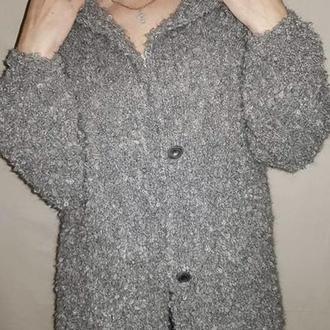 Серое длинное летнее вязаное пальто с капюшоном из буклированной пряжи