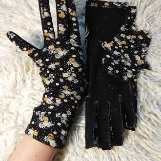 Перчатки женские .Черные с цветочным принтом