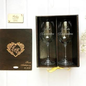 "Бокалы для вина с гравировкой ""Mr&Mrs"" в деревянной коробке ""Сердце"" (Палисандр)"