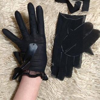 Короткие черные перчатки