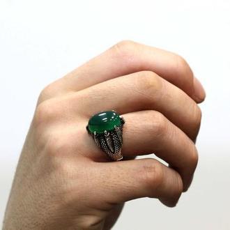 Перстень с зеленым камнем в лапе с когтями из серебра ручной работы