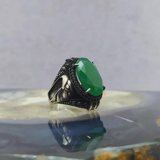 Орлиный перстень с гравировкой головы орла из серебра ручной работы с зеленым камнем