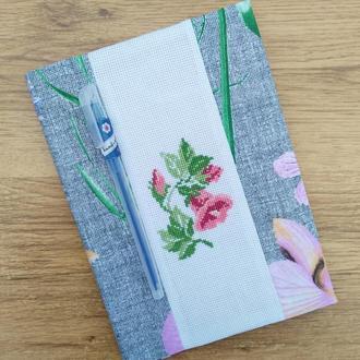 Блокнот с вышитыми цветами. Двусторонняя обложка.
