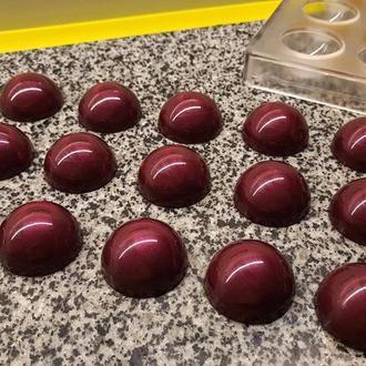 """Корпусна шоколадна цукерка """"Зимова вишня"""""""