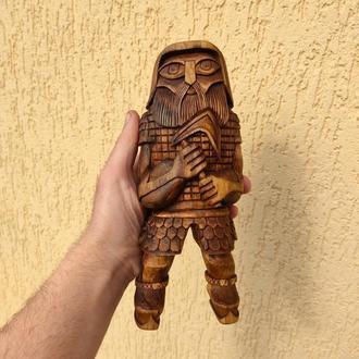 Деревянная статуэтка «Воитель»