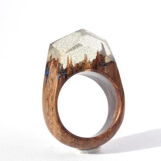 Кольцо из дерева с эпоксидной смолой и люминофором (614)