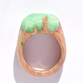 Кольцо из дерева с эпоксидной смолой и люминофором (641)