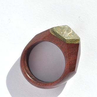 Кольцо из дерева с натуральным камнем (649)