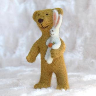 Игрушка из шерсти мишка с зайчиком