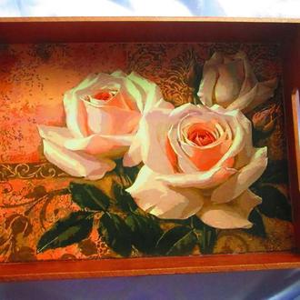 """Поднос ′Белые розы"""" с узором на боковых сторонах"""