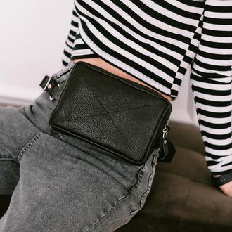 Женская сумка бананка на пояс  из натуральной фактурной кожи черного цвет