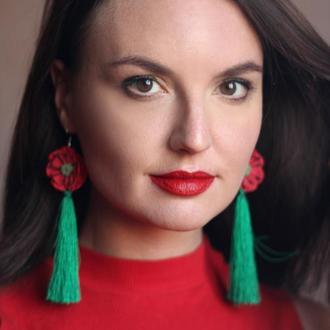 Длинные серьги зеленые кисти с красными маками ручной работы