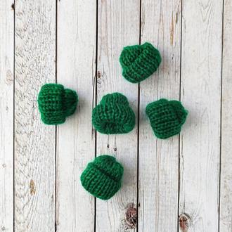 Вязанные шапочки зеленые 35*35 мм. 1 шт