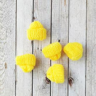 Вязанные шапочки желтые 35*35 мм. 1 шт