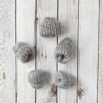 Вязанные шапочки серые 35*35 мм. 1 шт