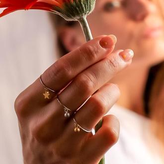 Тонкое кольцо с миниатюрной подвеской