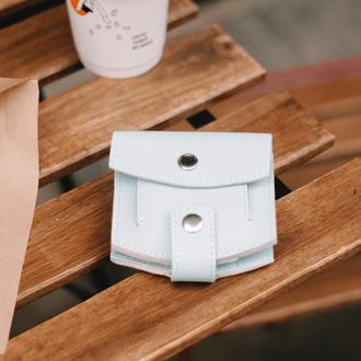 Миниатюрный кошелек  голубого цвета из натуральной кожи с легким матовым эффек