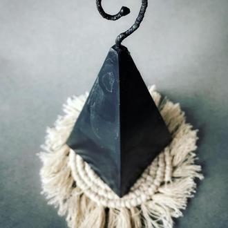 Свеча из воска «Чёрная пирамида»